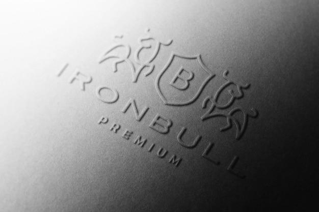Maquete do logotipo em relevo em papel preto