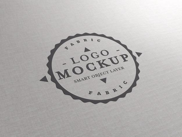 Maquete do logotipo em relevo na textura do tecido