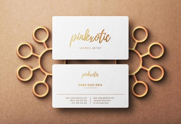 Maquete do logotipo em relevo no cartão de visita de luxo