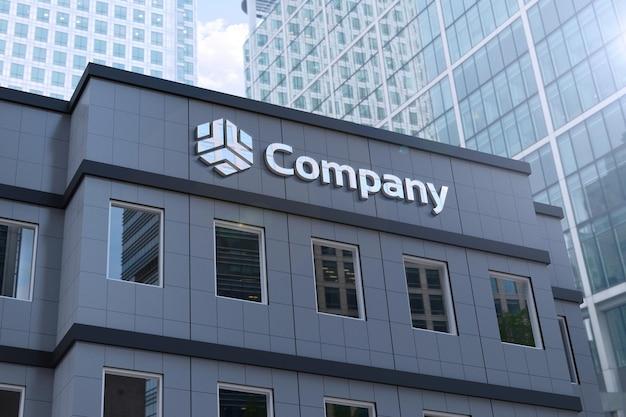 Maquete do logotipo em um prédio cinza moderno