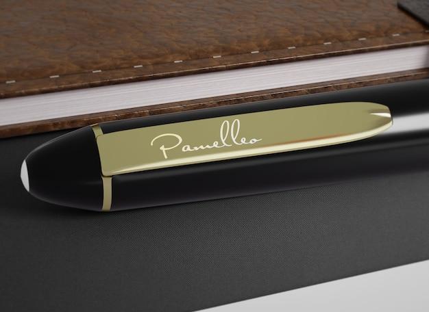 Maquete do logotipo em uma caneta esferográfica