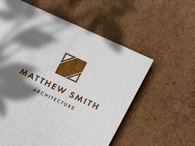 Maquete do logotipo gravada em papel de linho