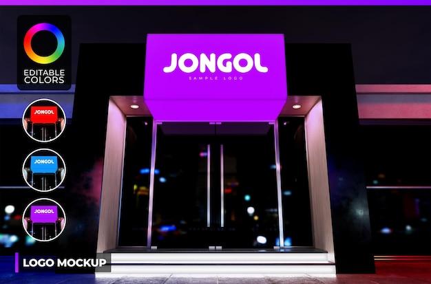 Maquete do logotipo na fachada preta do pequeno escritório ou loja noturna com renderização iluminada de acrílico
