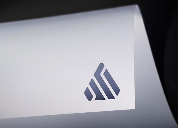 Maquete do logotipo papel curvado