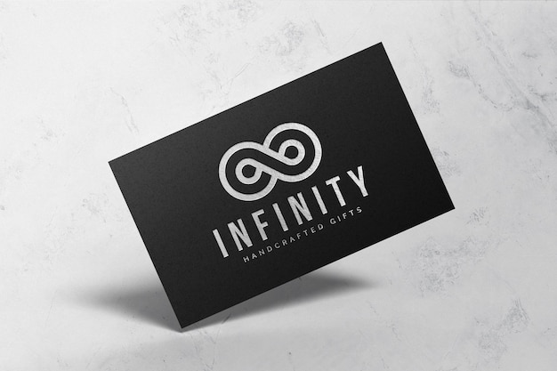 Maquete do logotipo prateado em papel preto