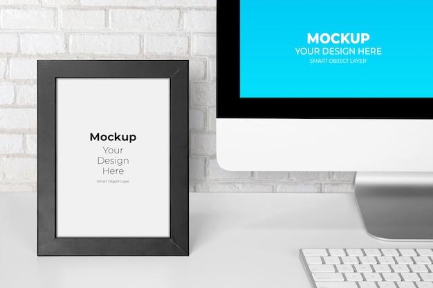 Maquete do monitor da tela do computador e porta-retratos