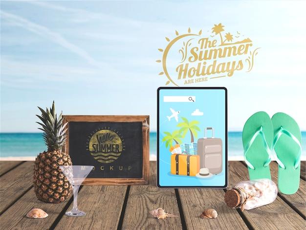 Maquete do tablet editável com elementos de verão