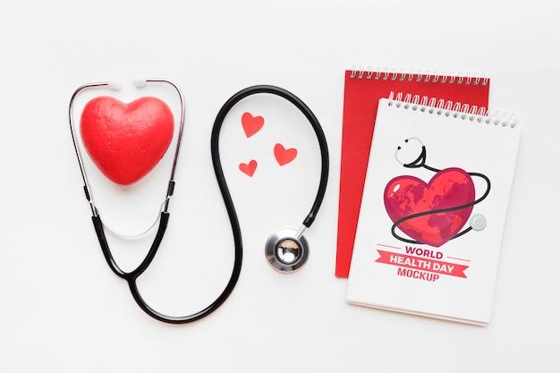 Maquete e corações do dia da saúde plana lay