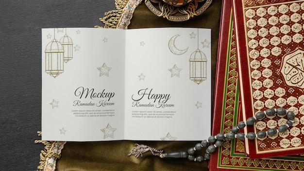 Maquete e livros impressos do ramadã
