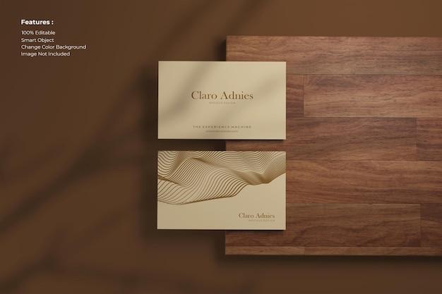 Maquete elegante de cartão de visita de vista superior em madeira