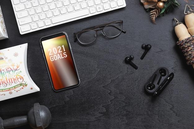Maquete em branco do smartphone para o conceito de fundo saudável de resoluções de ano novo