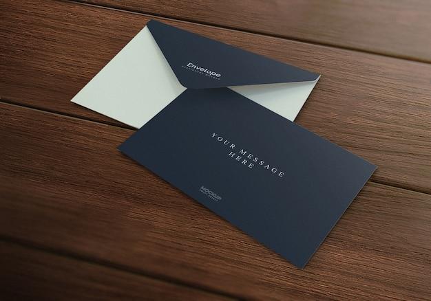 Maquete envelope realista elegante fundo textura madeira