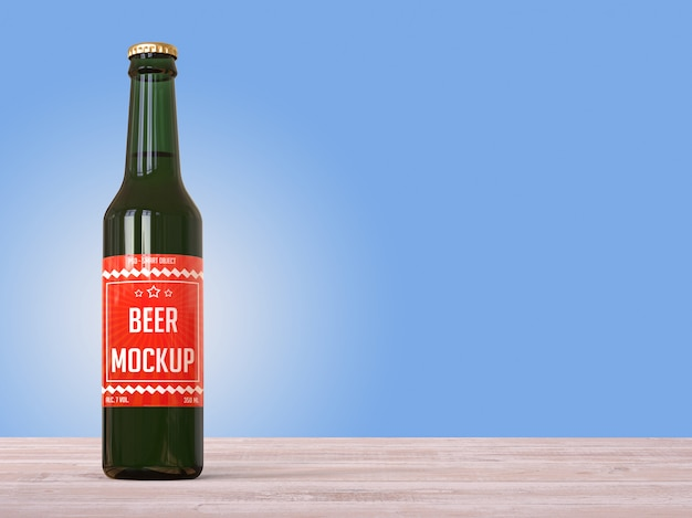 Maquete garrafa de cerveja com um rótulo em cima da mesa