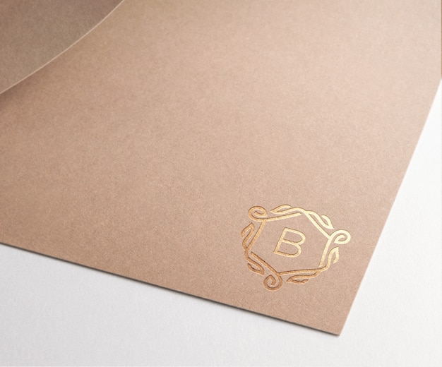 Maquete logo papel marrom ouro