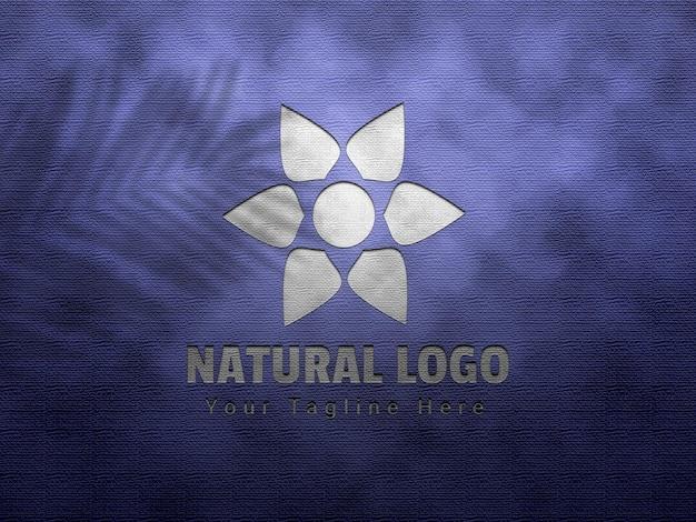 Maquete natural do logotipo em relevo e deboss