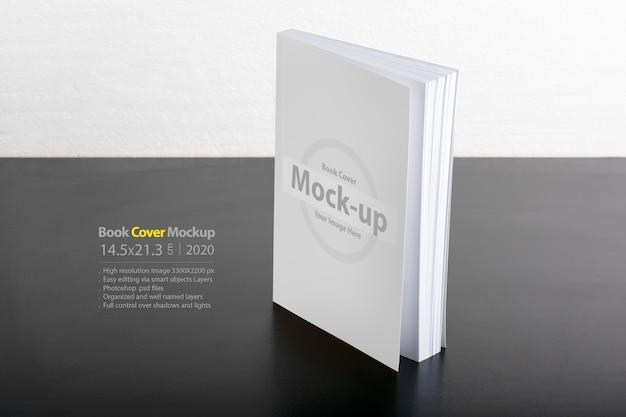 Maquete para livro com capa em branco