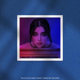 Maquete polaroid de moldura de foto com efeito de dois tons premium psd