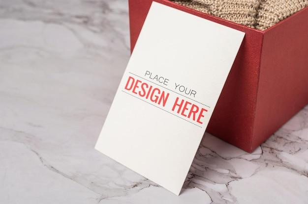 Maquete psd de cartão comemorativo de papel