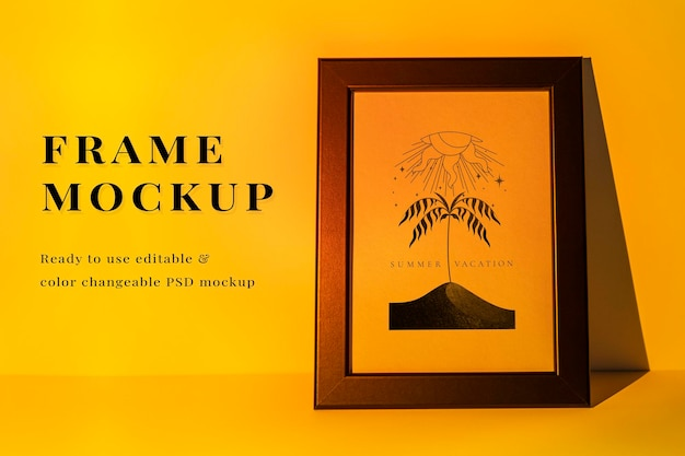 Maquete psd do porta-retratos com lâmpada amarela do projetor de pôr do sol
