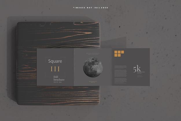 Maquete quadrada de brochura com três dobras