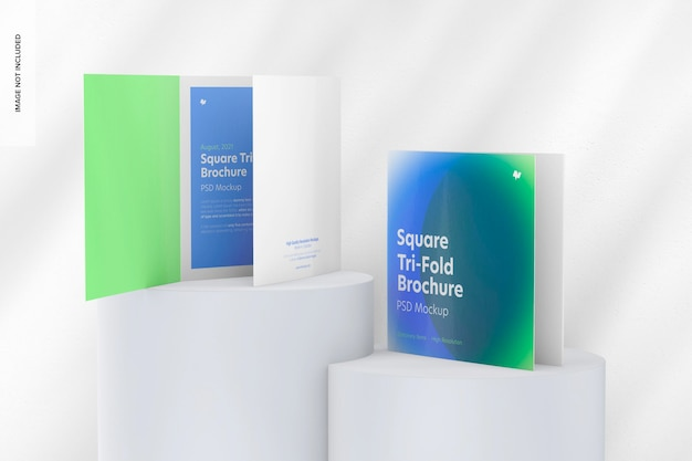 Maquete quadrada de brochuras com três dobras, em pódios