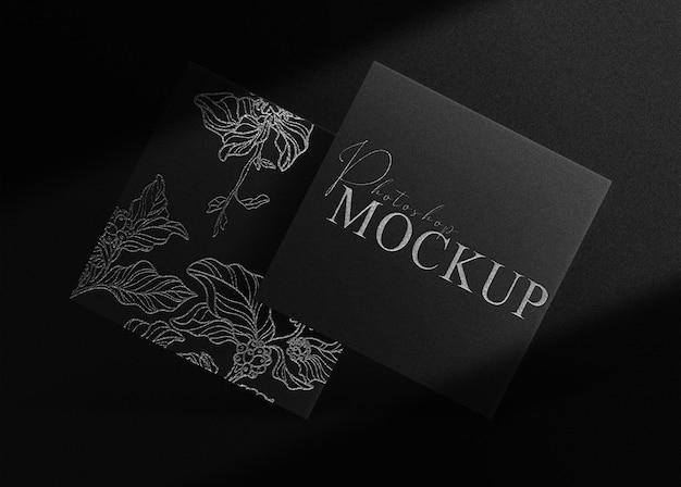Maquete quadrada de luxo com logotipo em relevo prateado