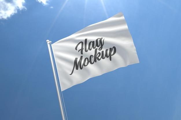 Maquete realista de bandeira com céu azul