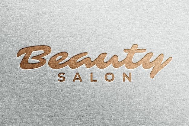 Maquete simples do logotipo do salão de beleza prensado em papel realista