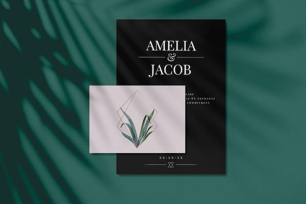 Maquetes de cartão de convite de casamento com folhas e molduras douradas
