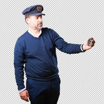 Marinheiro segurando uma bússola