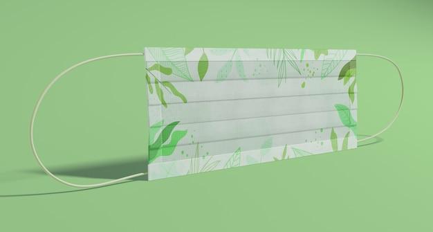 Máscara de proteção com folhas verdes