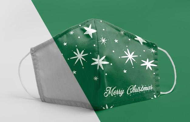 Máscara verde com maquete de estrelas