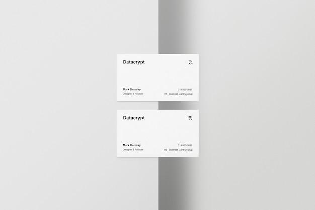 Meia mesa para dois cartões de visita