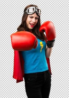 Menina bonita super-herói com luvas de boxe