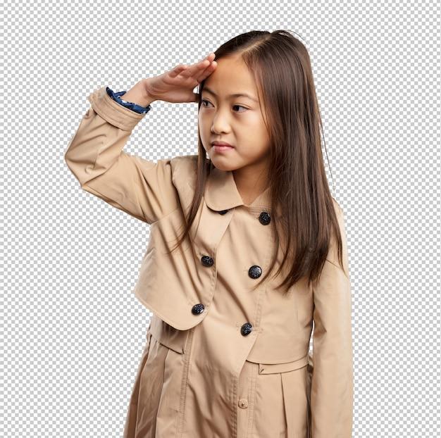 Menina chinesa olhando longe