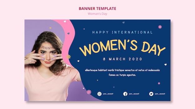 Menina com tinta modelo de banner do dia da mulher