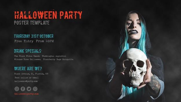 Menina de cabelos azul, segurando uma festa de halloween caveira