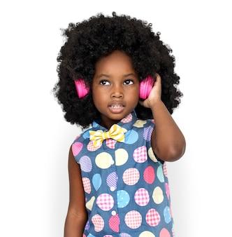 Menina, escutar, música, fones, estúdio, retrato