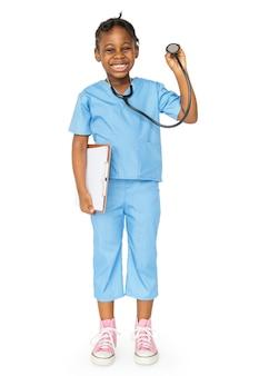 Menina vestida de médico