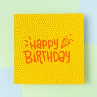 Mensagem de feliz aniversário em papelão