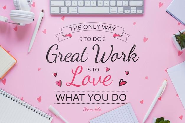 Mensagem motivacional de negócios com moldura de material de escritório