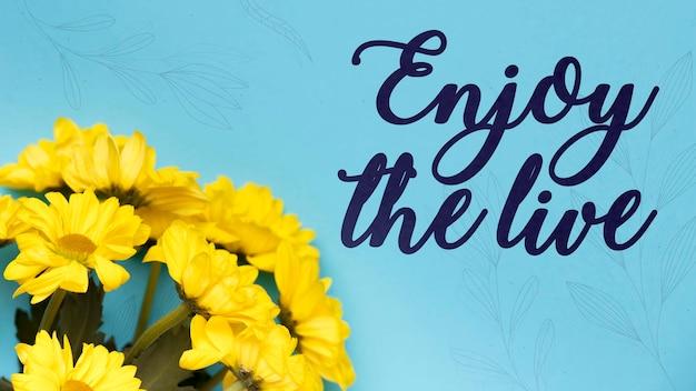 Mensagem positiva ao lado do buquê de flores