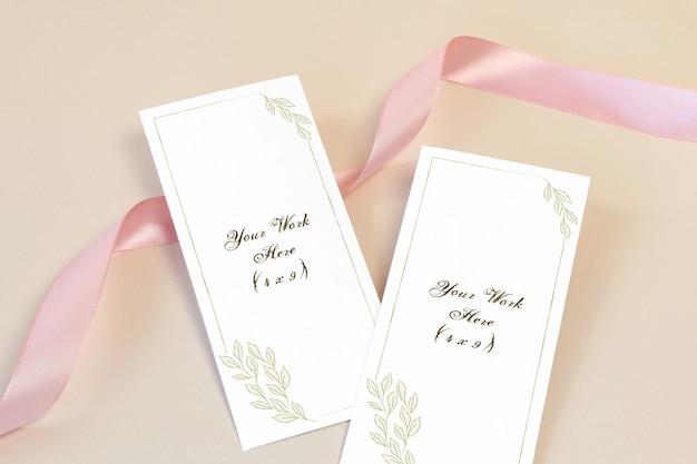 Menu de casamento de maquete com fita rosa