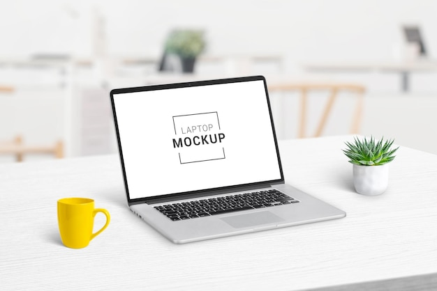 Mesa de escritório com maquete de laptop Psd Premium