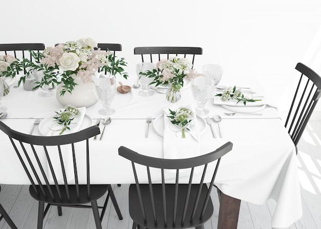 Mesa preparada para comer com talheres e flores decorativas