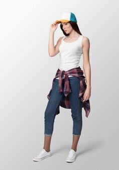 Moça na moda com roupas