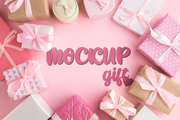 Mock-up cercado por caixas de presente