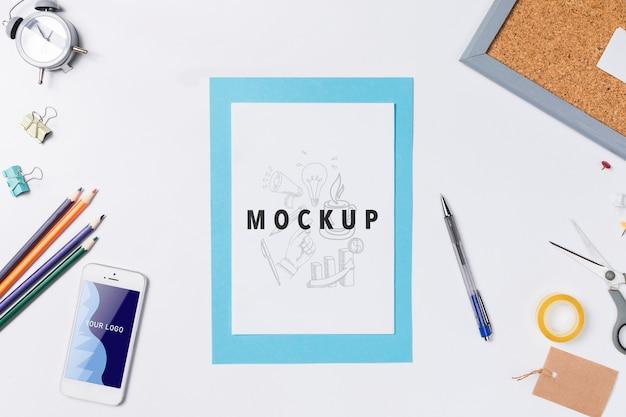 Mock-up com ferramentas úteis para espaço de trabalho