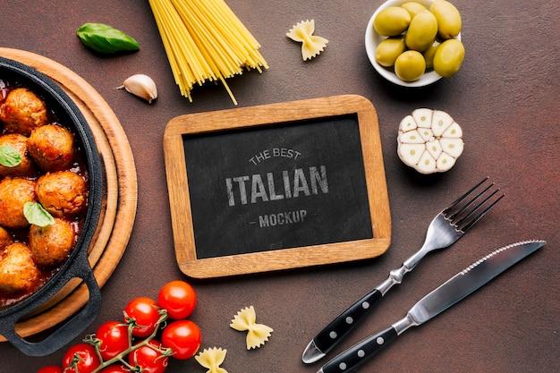 Mock-up de comida italiana e talheres