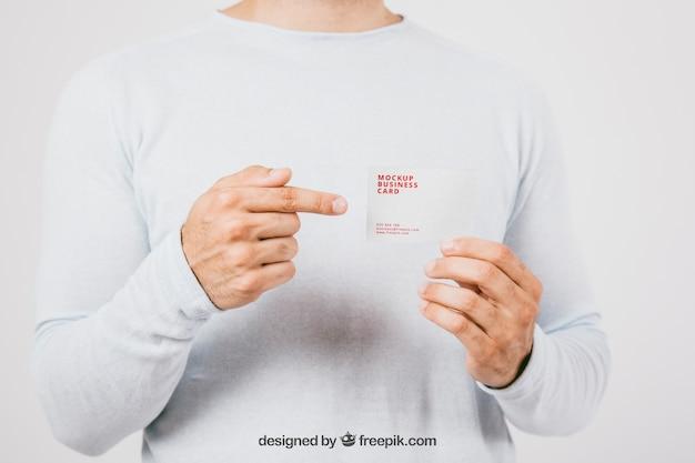 Mock up design com cartão de visita e apontar o dedo